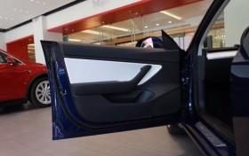 国产特斯拉Model 3车内功能升级 提供USB C充电口/无线充电板